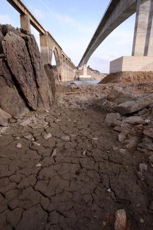 Río Aliste a su paso por Videmala, en la cuenca del Duero. (Foto: EFE).