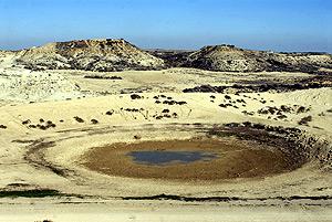 Imagen de una balsa donde bebe el ganado, vacía debido a la sequía. (Foto: EFE)