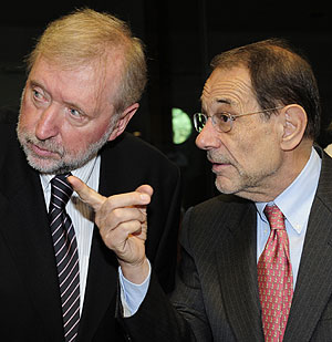 El ministro de Exteriores esloveno, Dimitrij Rupel, junto a Javier Solana. (Foto: AFP)