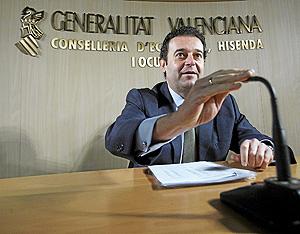 El conseller de Economía, Gerardo Camps, presenta la liquidación del Presupuesto de la Generalitat Valenciana de 2007. (Foto: José Cuéllar)