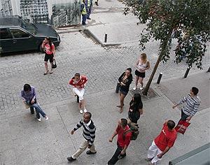 Prostitutas en la calle de la Montera. (Foto: Javi Martínez)