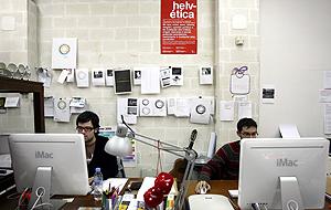 Dos de los miembros del equipo de CuldeSac, trabajando en el estudio. (Foto: Alberto Di Lolli)