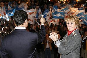 La presidenta de la Comunidad de Madrid, durante un mitin en la plaza de Colón. (Foto: EFE)