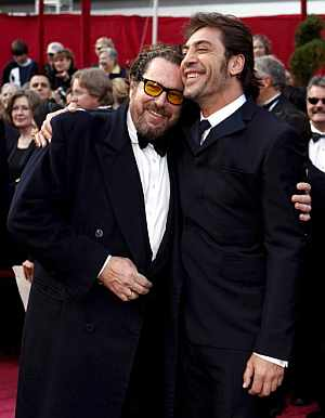 Bardem y su 'mentor' en Hollywood, Julian Schnabel, quien lo dirigió en 'Antes de que anochezca'. (Foto: EFE)