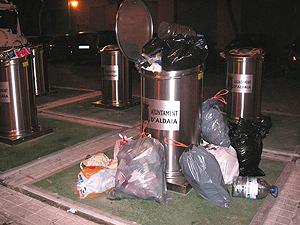 Foto de la basura acumulada en Aldaia remitida por el lector.