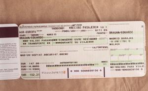 Billetes de avión de una compañía española. (Foto: Jaime Villanueva)