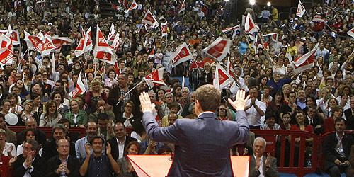 Zapatero en un momento de su intervención en Tenerife. (Foto: EFE)