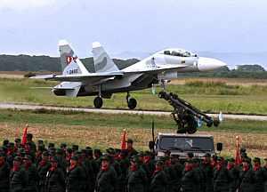 Venezuela también ha movilizado a su Ejército en la frontera con Colombia. (Foto: AFP)