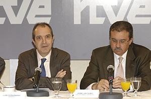 Luis Fernández y Jaime Gaiteiro en la presentación del Balance económico 2007. (Foto: RTVE)