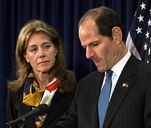 Eliot Spitzer, en la conferencia de prensa ofrecida en Albany (Nueva York). (Foto: AFP)