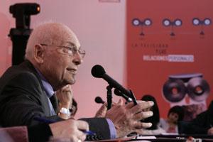 Eduardo Punset, durante la presentación del informe. (Foto: EFE)
