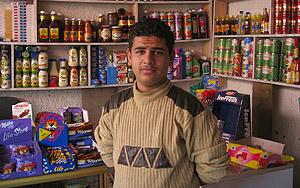 Aus Mohamed, tendero, en su negocio de la capital iraquí