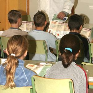 Imagen de archivo de una aula con niños asistiendo a clase. (Foto: Enrique Calvo)