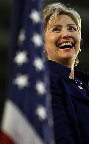 Hillary sonríe durante un acto de campaña. (Foto: AP)