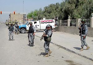 Policías iraquíes aseguran un puesto fronterizo en Basora. (Foto: EFE)