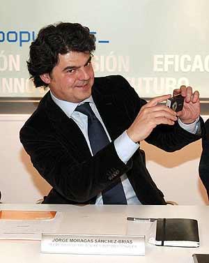 Moragas hace una foto durante un reunión del Comité Ejecutivo Nacional. (Foto: EFE)