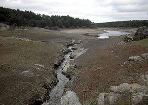El pantano de Revenga, en Valladolid, semivacío. (Foto: L. de la Fuente)