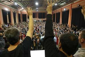 Momento de la votación en la asamblea de conductores. (Foto: Antonio Moreno)