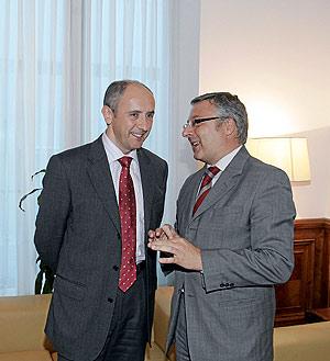 Josu Erkoreka, durante la reunión que mantuvo esta semana con José Blanco. (Foto: Javi Martínez)