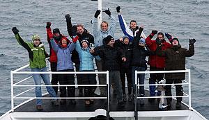 Los europeos de la Expedición Inspire Antartique en la proa del Ushuaia. (Foto: Alfredo Merino)