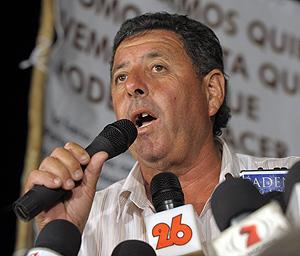 Alfredo de Angelis en una de sus tantas conferencias de prensa. (Foto: AFP).