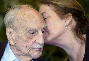 Ayala y su esposa en el festival literário de Granada (Foto:EFE)