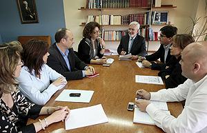 Reunión de la comisión gestora del PSPV-PSOE presidida por el presidente de la misma, Joan Lerma. (Foto: EFE)