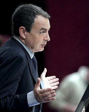 Zapatero, en uno de los momentos de réplica del debate. (Foto: EFE)