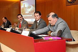El consulltor de Roland Berger Íñigo Jodrá; Rolando Álvarez, Alejandro García Pellitero y Javier Labarga. (Foto: J.M. LOSTAU)