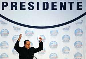 Berlusconi, en una imagen de un mitin. (Foto: AP)