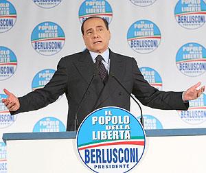 Berlusconi, durante una rueda de prensa en la sede de su partido en Roma. (Foto: EFE)