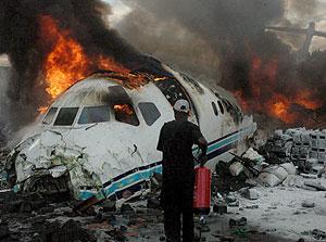 Estado en que quedó el avión de Hewa Bora tras estrellarse en Goma. (Foto: EFE)