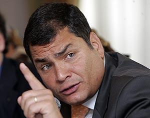 El presidente de Ecuador, Rafael Correa, en un encuentro con los corresponsales en Quito. (Foto: AP)