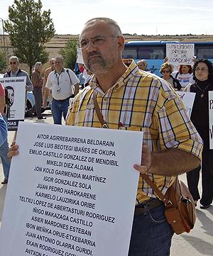 Casquero, en un acto de protesta en la cárcel de Soto del Real el pasado marzo . (Foto: EL MUNDO)