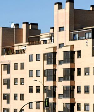 El crecimiento del Euribor y el parón de las ventas en el sector residencial propician la ampliación de las hipotecas. (FOTO: B. DÍAZ)