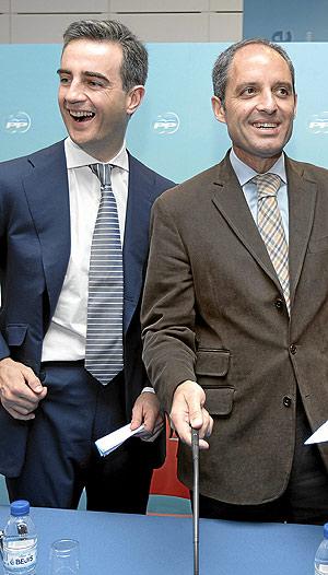 Ricardo Costa junto a Francisco Camps tras su nombramiento como portavoz popular en las Cortes Valencianas (Foto: BENITO PAJARES).