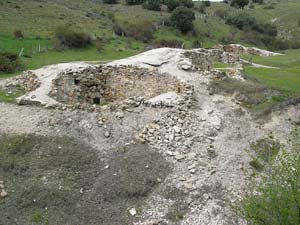 Vista general previa a la intervención en uno de los hornos de cal en la localidad de Vegas de Matute (Segovia). ical