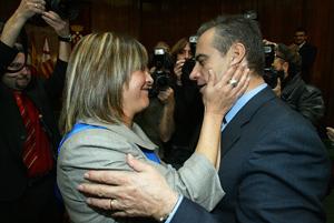 La nueva alcaldesa, junto a Celestino Corbacho, alcalde saliente. (Foto: Antonio Moreno)