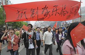 Manifestación contra Carrefour y otras marcas francesas en Hefei, en la provincia de Anhui . (Foto: Reuters)