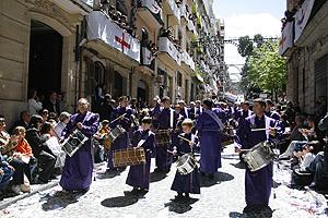Los tambores de Calanda se dejaron notar en la entrada de los cristianos (Foto: ROBERTO PÉREZ).