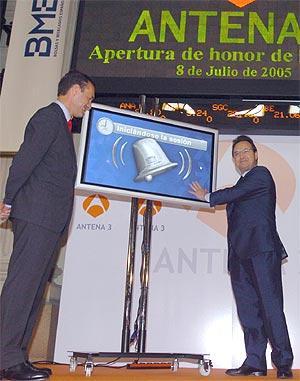 Silvio González y Maurizio Carlotti al inicio de la cotización de Antena 3. (Foto: C. MIRALLES)