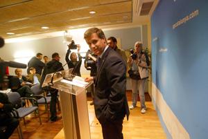 Fernández Díaz en la rueda de prensa en la que anunció su candidatura a la presidencia. (Foto: Quique García)