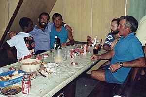 Miembros de la tripulación en el 'Playa de Bakio' en una foto de archivo. (Foto: EFE)