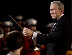 El presidente de EEUU, George W. Bush, en un acto de la cena de la asociación de corresponsales de la Casa Blanca en Washington. (Foto: AFP)
