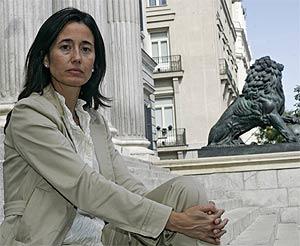 Ana Torme, en las escalinatas del Congreso. (Foto: Diego Sinova)