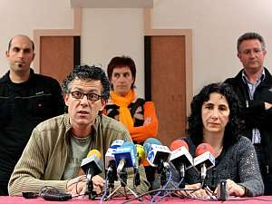 El alcalde de Usurbil, Xabier Mikel Errekondo, junto a Miren Legorburu, ambos de ANV. (Foto: EFE)
