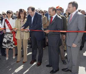 Juan Vicente Herrera inaugura la Feria en compañía de la consejera de Agricultura, Silvia Clemente. (Foto: ICAL)
