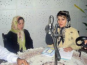 Khadija Ahadi, durante uno de sus programas radiofónicos. (Foto: M.B.)