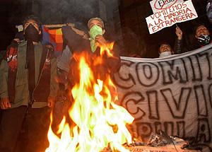 Manifestantes favorables a Morales protestan por el referéndum de Santa Cruz. (Foto: AP)