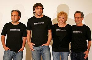 Javier Corcuera, Javier Bardem, Rosa María Sarda y Fernando Colomo. (Foto: AFP)